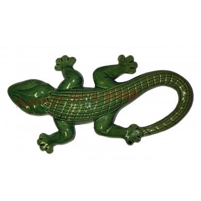 Lézard vert en céramique à accrocher au mur.