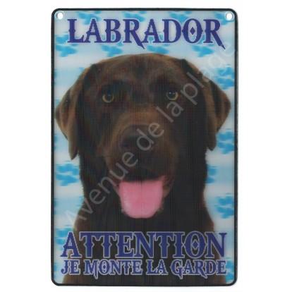 Plaque 3D Attention je monte la garde - Labrador marron