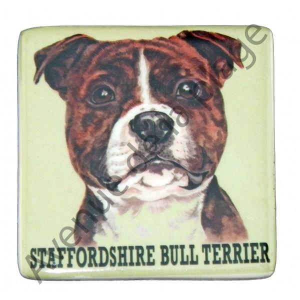 magnet chien staffordshire bull terrier pas cher avenue de la plage. Black Bedroom Furniture Sets. Home Design Ideas