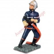 Figurine Pompier avec lance 12 cm