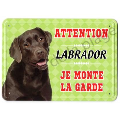 Pancarte métal Attention au chien - Labrador chocolat