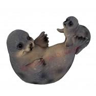 Statuette phoque jouant avec son petit