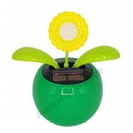 Fleur jaune solaire qui se balance