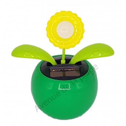 Fleur jaune solaire qui se balance A