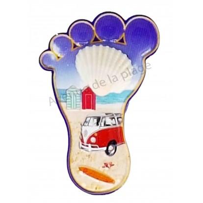 Magnet pied combi sur la plage et coquillage