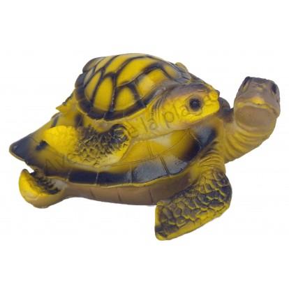 Tortue de mer et son petit sur le dos 12 cm, modèle A.