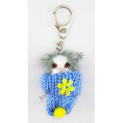 Porte clés chaton dans un bonnet bleu.