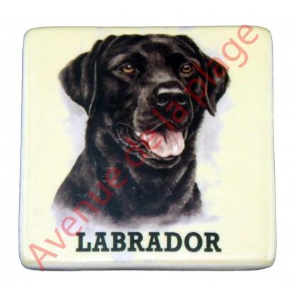 Magnet chien Labrador noir.