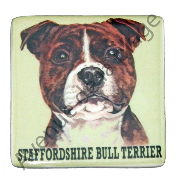 magnet chien staffordshire bull terrier pas cher avenue de la plage. Black Bedroom Furniture Sets. Home Design Ideas