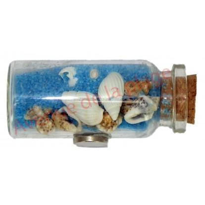 Magnet bouteille de sable bleu et coquillages.