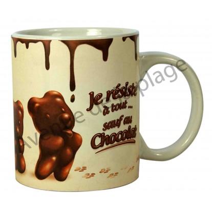"""Mug humoristique """"Je résiste à tout sauf au chocolat"""""""