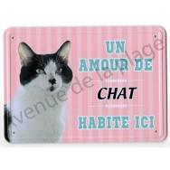 Pancarte métal : Un amour de chat noir et blanc habite ici
