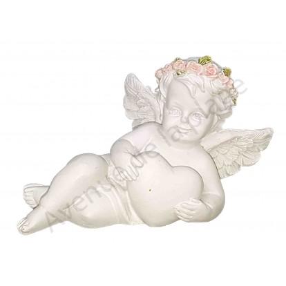 Figurine ange couché avec coeur et couronne de fleurs, modèle A.