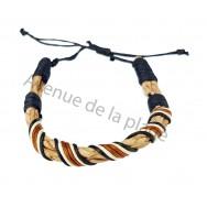Bracelet tressé rond en cuir marron.