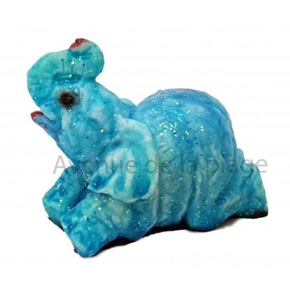 Sujet baromètre éléphant allongé sur le ventre bleu par beau temps.