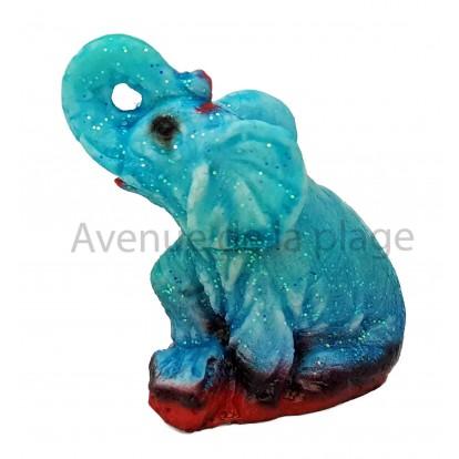 Statuette hygromètre éléphant assis trompe en l'air bleu par beau temps.